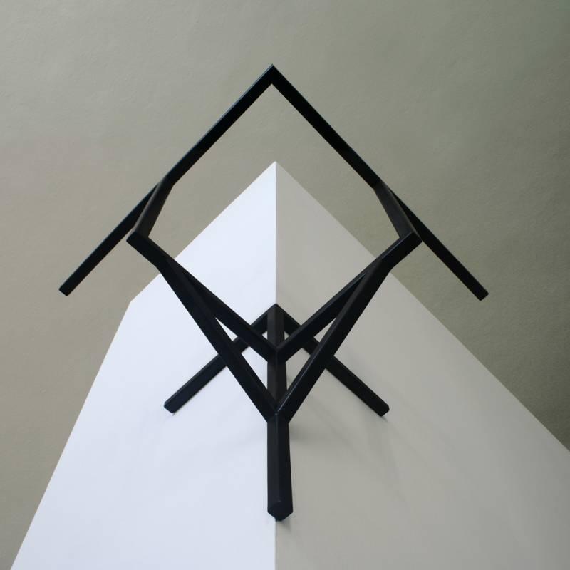 Z cyklu Fasádní Idy, Id fragmentu balkonu